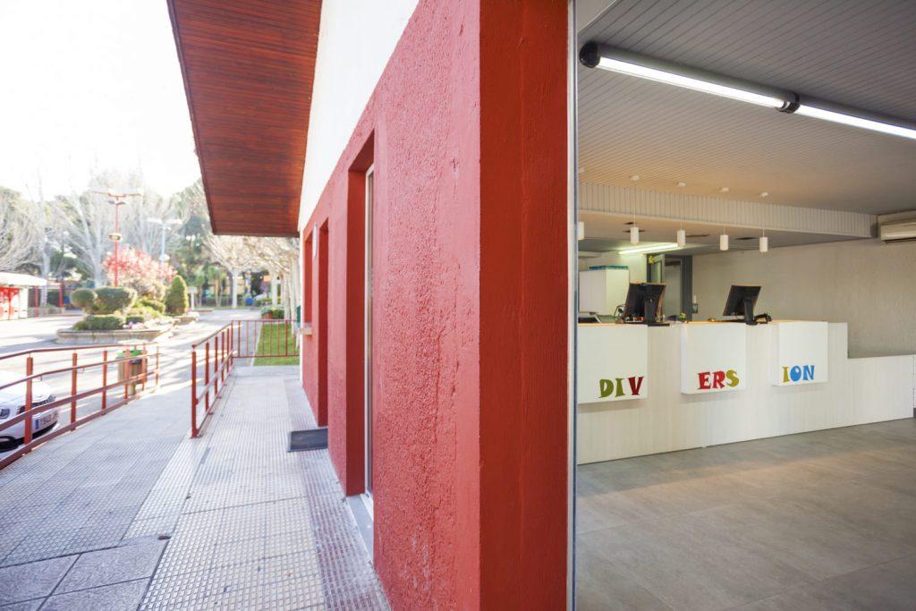 Reforma fachada oficinas Parque de Atracciones Zaragoza Ámbito d&d
